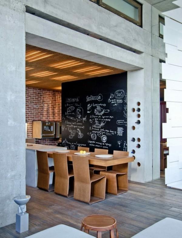 küchen ideen holztisch schwarze wandtafel