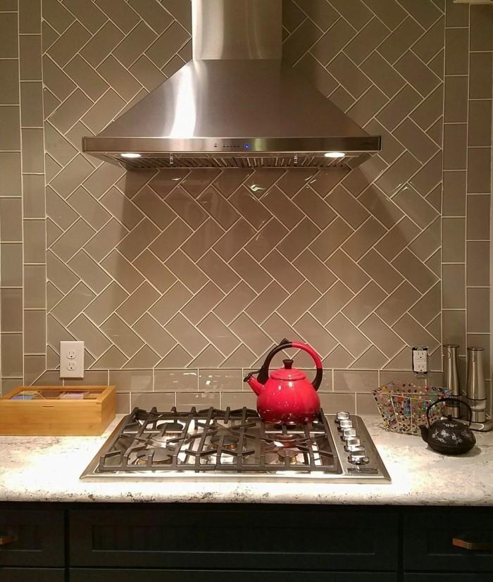 metrofliesen ideen schicke küchenrückwand hellbraun