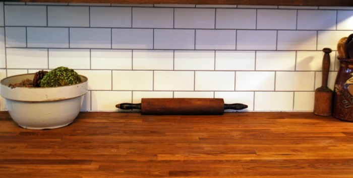 metrofliesen küche küchenrückwand arbeitsoberfläche holzoptik