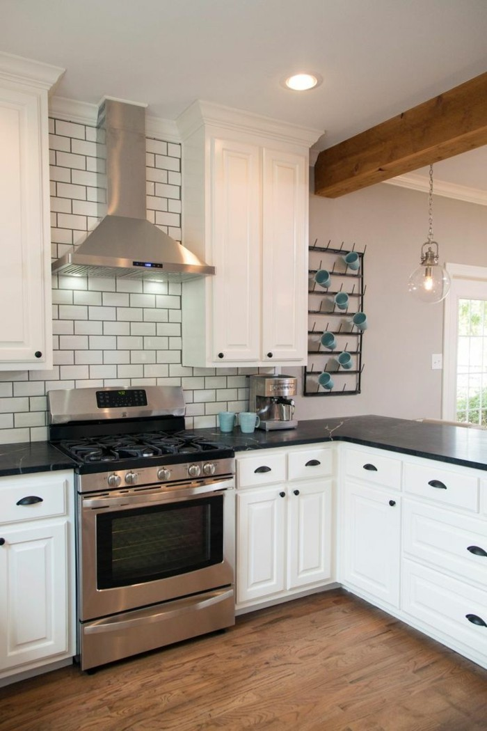 metrofliesen weiße küche bodenbelag holzoptik