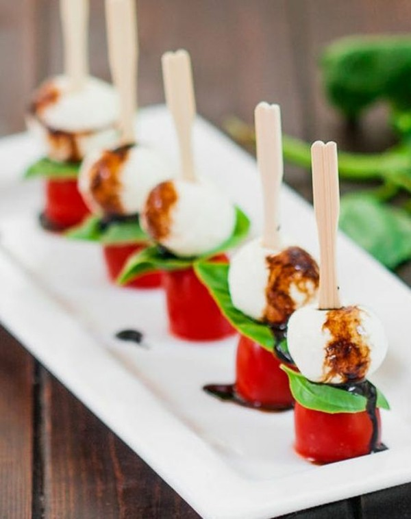 party fingerfood ideen tomaten basilikum mozzarella
