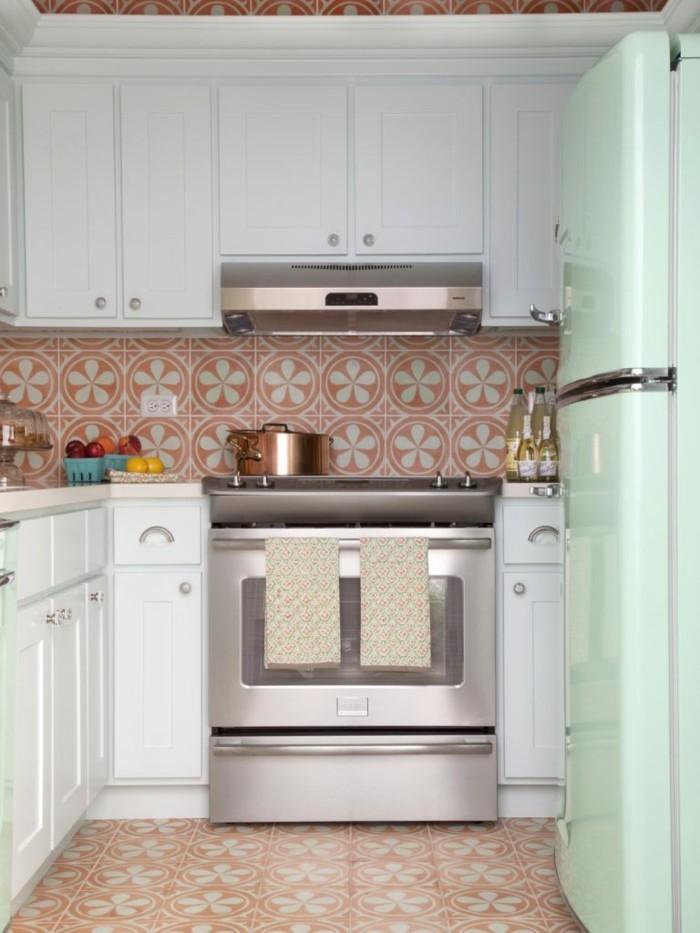 retro fliesen gemütliche küche gestalten ideen farbige aktente