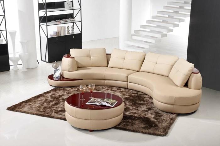 rundes sofa beige rote akzente brauner teppich