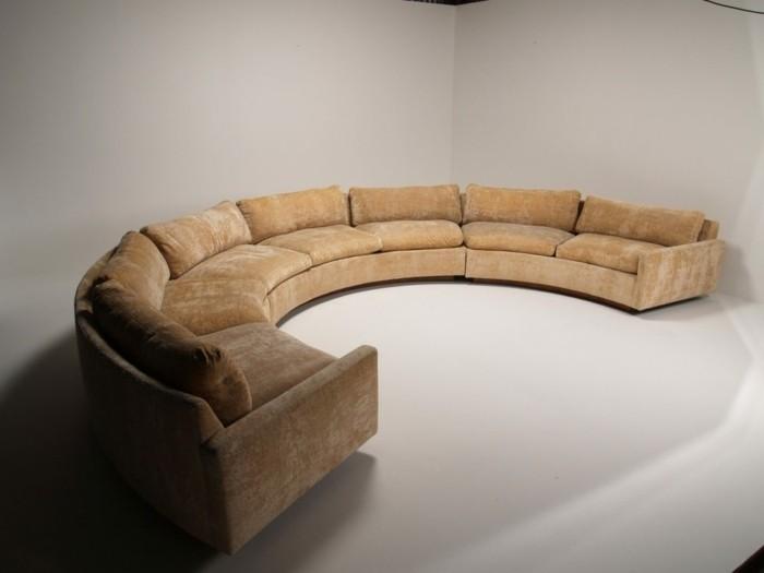 rundes sofa großes rundsofa warme farbe weißer bodenbelag