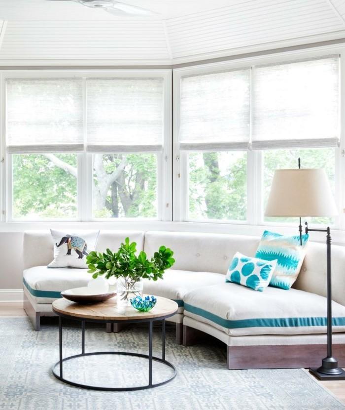 rundes sofa schönes design runder couchtisch pflanzen stehlampe
