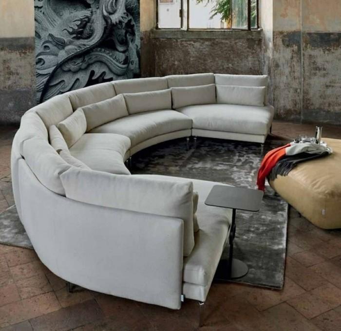 rundes sofa stilvoller teppich bodenfliesen