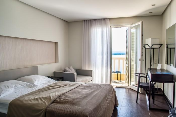schimmel im schlafzimmer entfernen lüften bett balkon