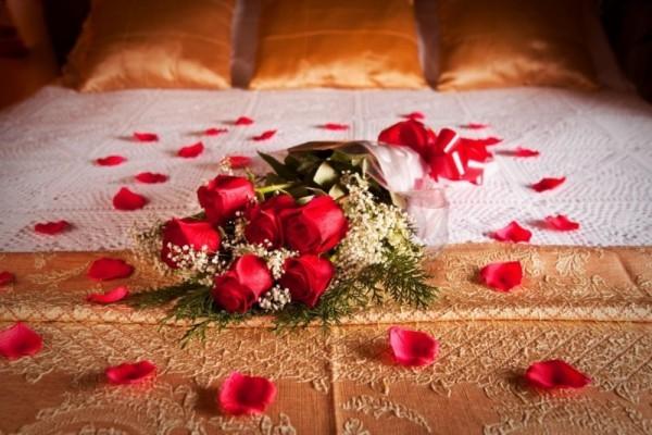 schlafzimmer dekorieren diy valentinstag rosen bett