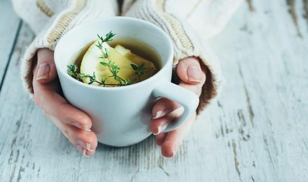 thymian myrte balsam tee mit zitrone trinken