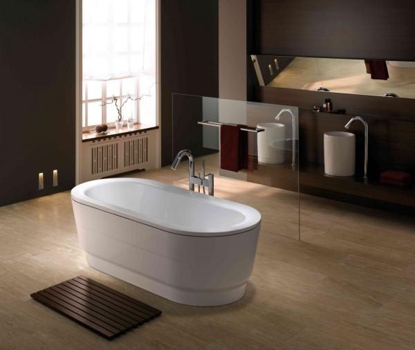 tolle Badewanne in einem moderenb raum