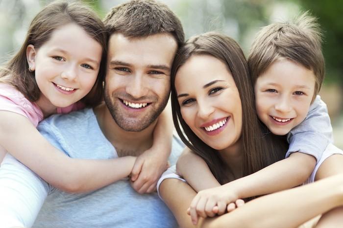 zahnpflege-für-die-ganze-familie-xylit-pastillen-für-kinder-und-erwachsene-gesunde-zähne