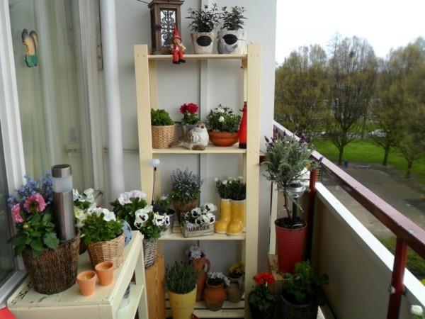 Balkon Garten mit gerüst für pflanzen