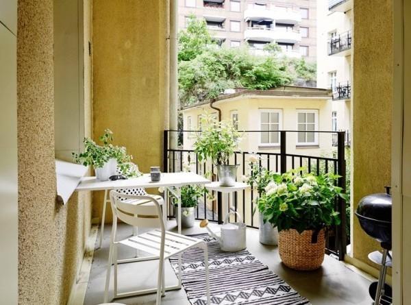 Balkon bepflanzen sanfte Kontraste