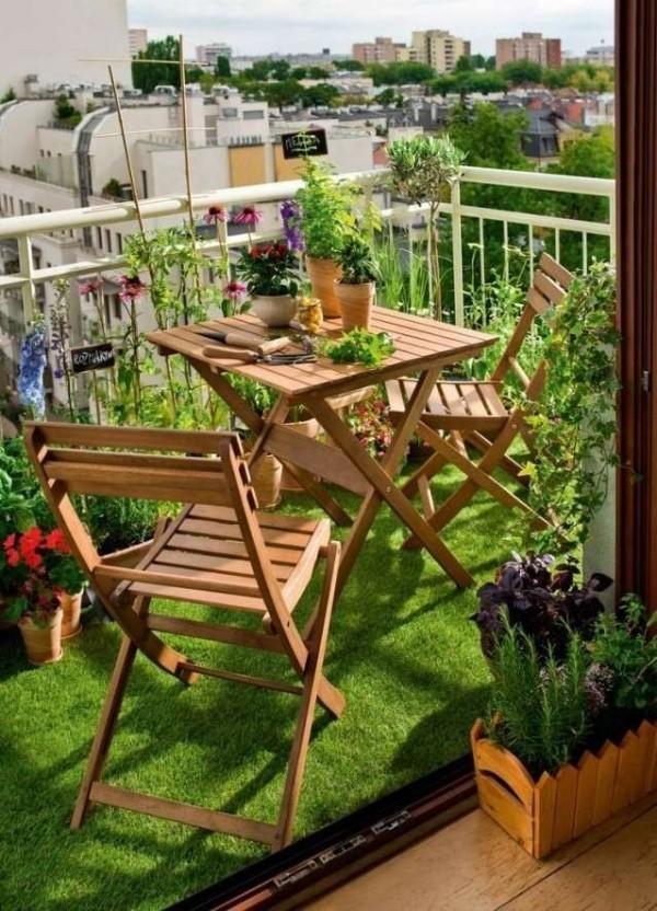 Balkon bepflanzen und für eine tolle Bodengestaltung sorgen