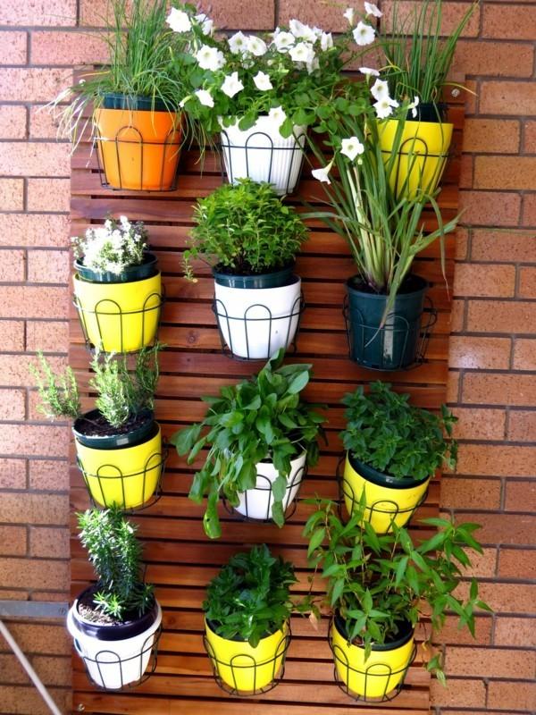 Balkon bepflanzen vertikale Wandgestsltung
