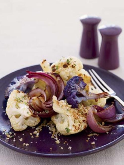 Blumenkohl mit Zwiebeln leicht überbacken leicht und kalorienarm