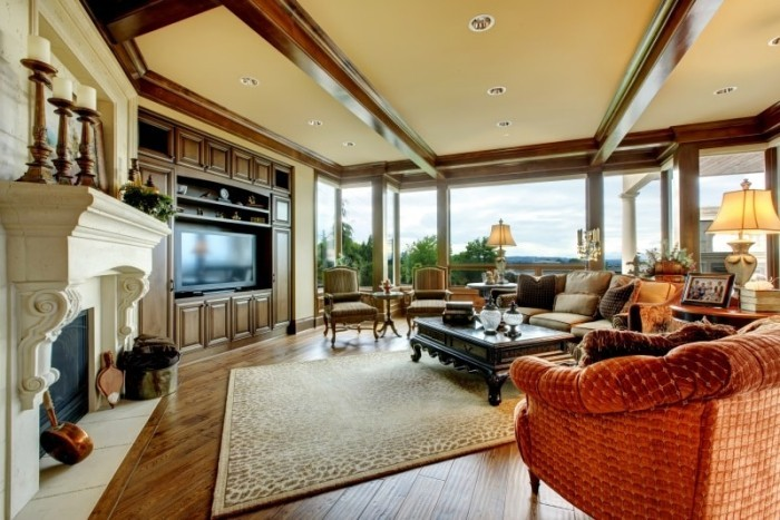 Freigelegte Holzbalken Decke Rustikaler Stil Schöne Wohnzimmer In Erdfarben  | Dekoration | 12/21