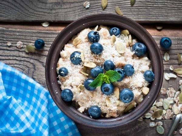Gesunde Ernährung Müsli mit Blaubeeren