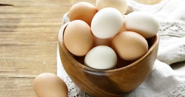 Gesunde Ernährung gekochte Eier in Schüssel Frühstück