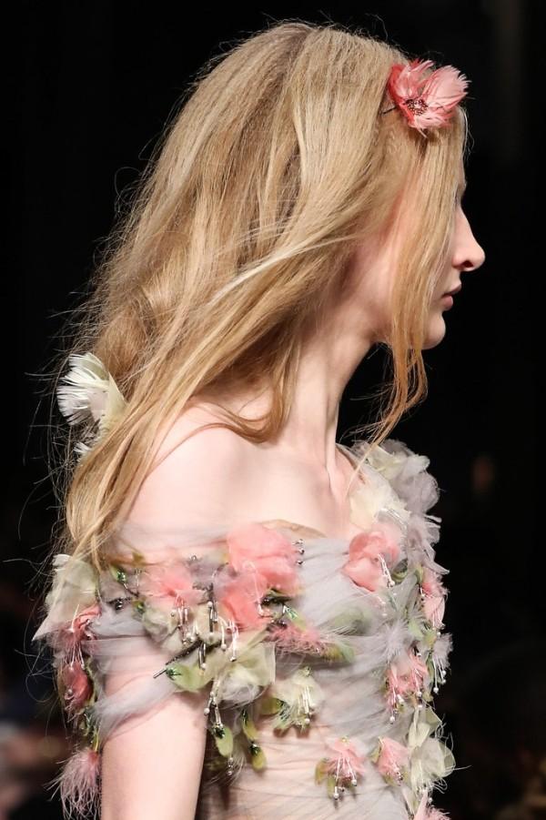 Haarfarben Trends blond orange mit blumen