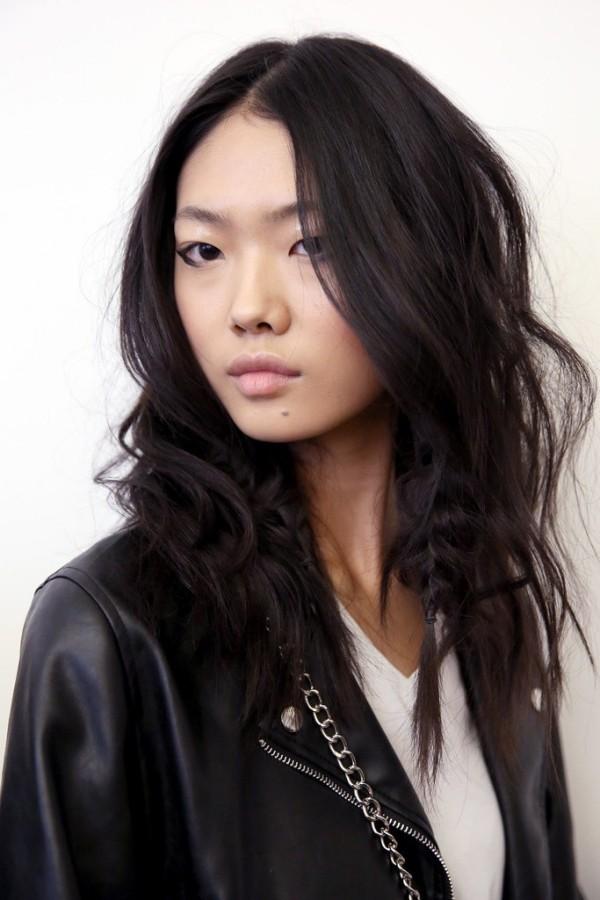 Haarfarben Trends schwarz in lang