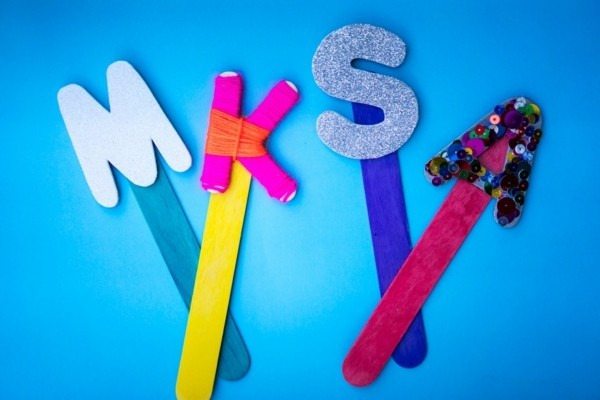 Lesezeichen basteln mit Kindern Buchstaben