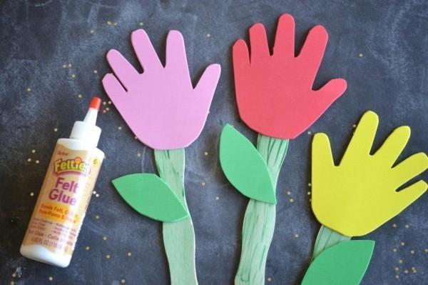 Lesezeichen basteln mit Kindern Kinderhand Handfläche