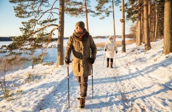 Nordic Walking im Winter wirkt gegen Winterdepression