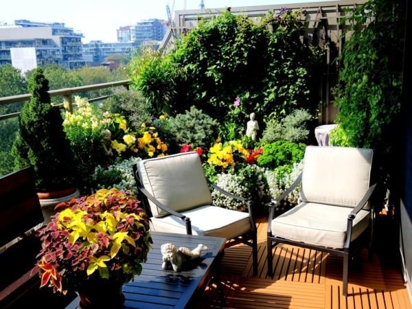 Rote und grüne Kontraste Balkon bepflanzen