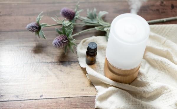 Viele Kerzen frischer Lavendelduft beruhigendes Badgefühl