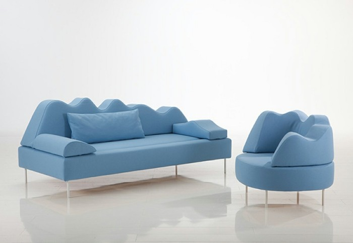 designer sofa sehr interessante form in hellblau