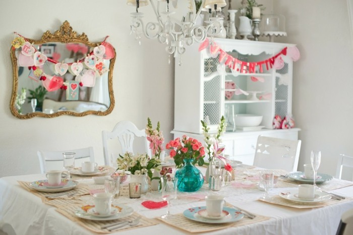 esstisch dekorieren helle farben blumen valentinstag