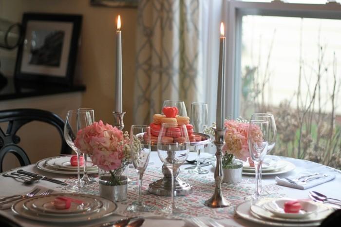 esstisch dekorieren romantisches abendessen rosanuancen