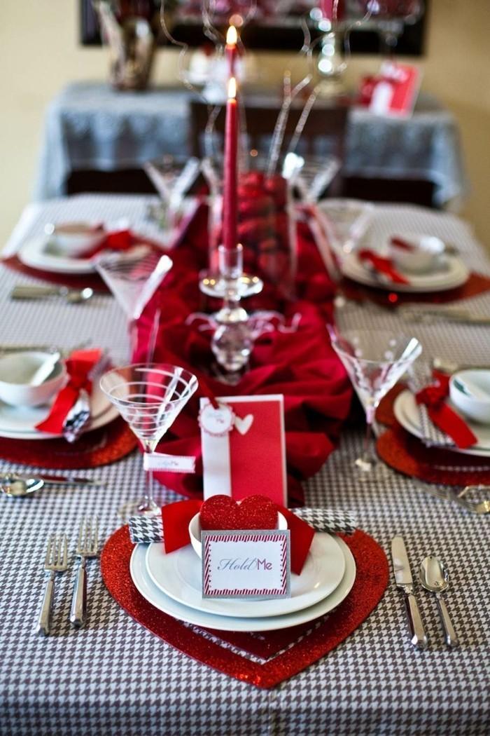 esstisch dekorieren valentinstag botschaft rote akzente