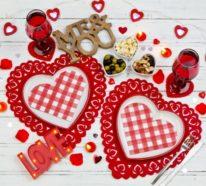 Esstisch dekorieren zum Valentinstag für Romantik pur