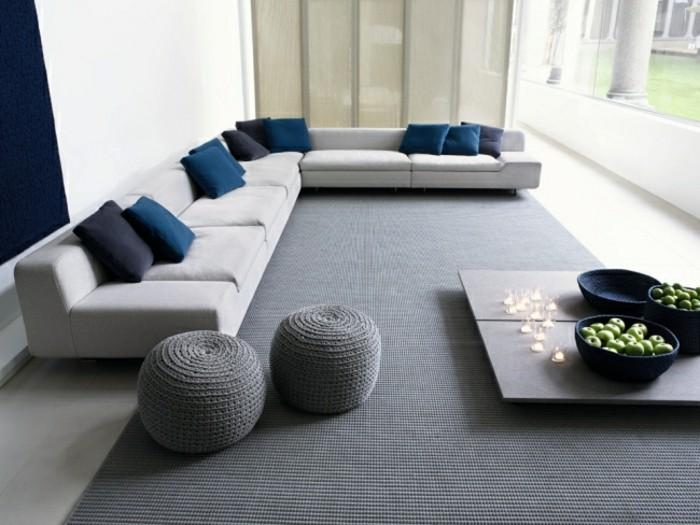 großes weißes designer sofa blaue deko
