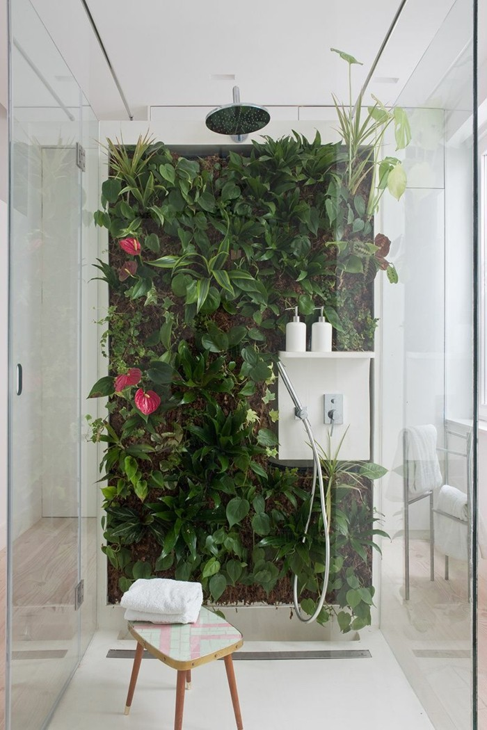 gruene zimmerpflanzen badezimmer gestalten vertikaler garten