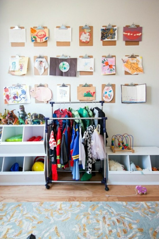 klemmbrett kinderzimmer dekorieren farbige wanddeko