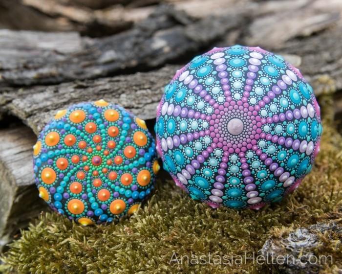 manala muster steine bemalen basteln mit naturmaterialien zwei bemalte steine