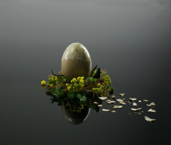 osterdeko fruehjahrblueter eier bemalen.gelbe blueten