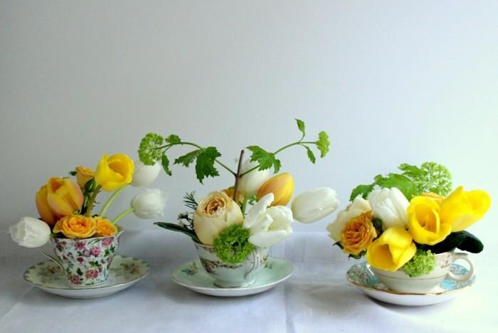 osterdeko fruehjahrsblueher klein gelbe tulpen