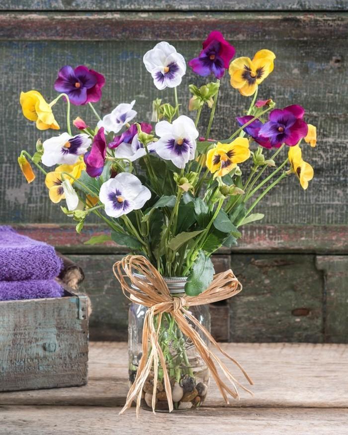 fruehjahrsblueher tulpen weiss violet
