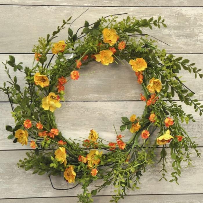 fruehjahrsblueher tulpen weiss kranz