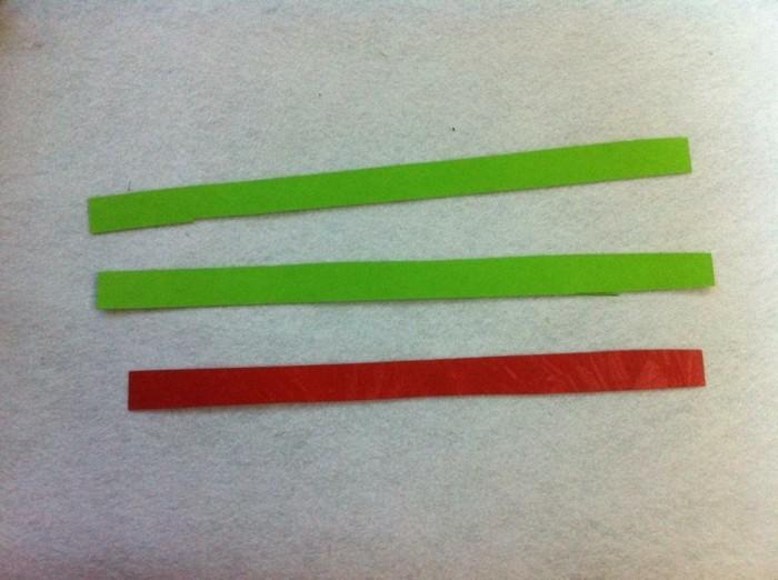 osterkorb basteln osterdeko selber machen ostergeschenke aus papierstreifen übereinander legen kleben naechst