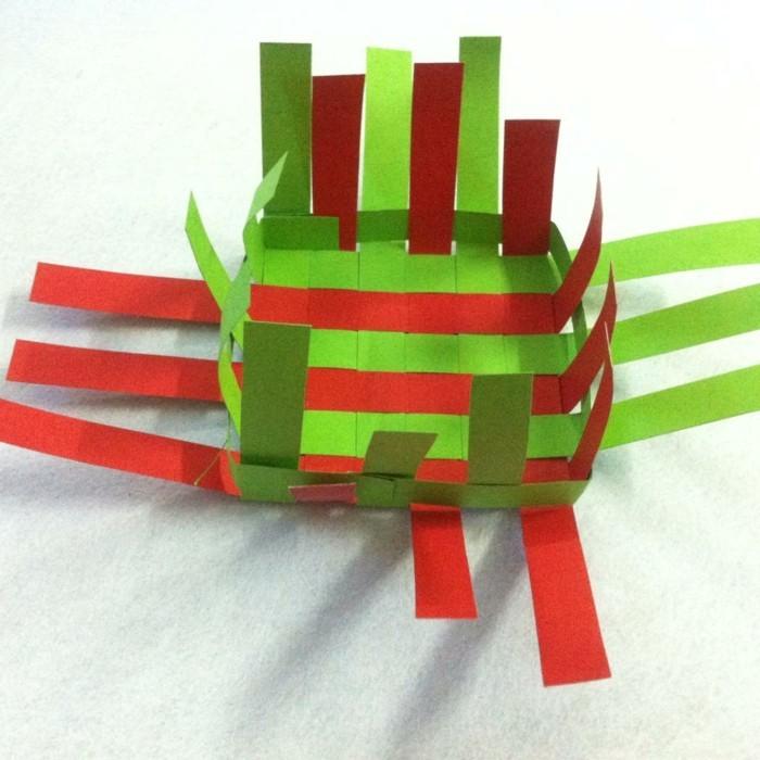 osterkorb basteln osterdeko selber machen ostergeschenke aus papierstreifen übereinander legen kleben naechst2