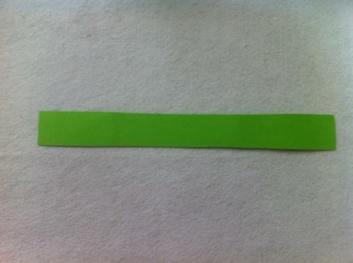 osterkorb basteln osterdeko selber machen ostergeschenke aus papierstreifen übereinander legen kleben naechst7