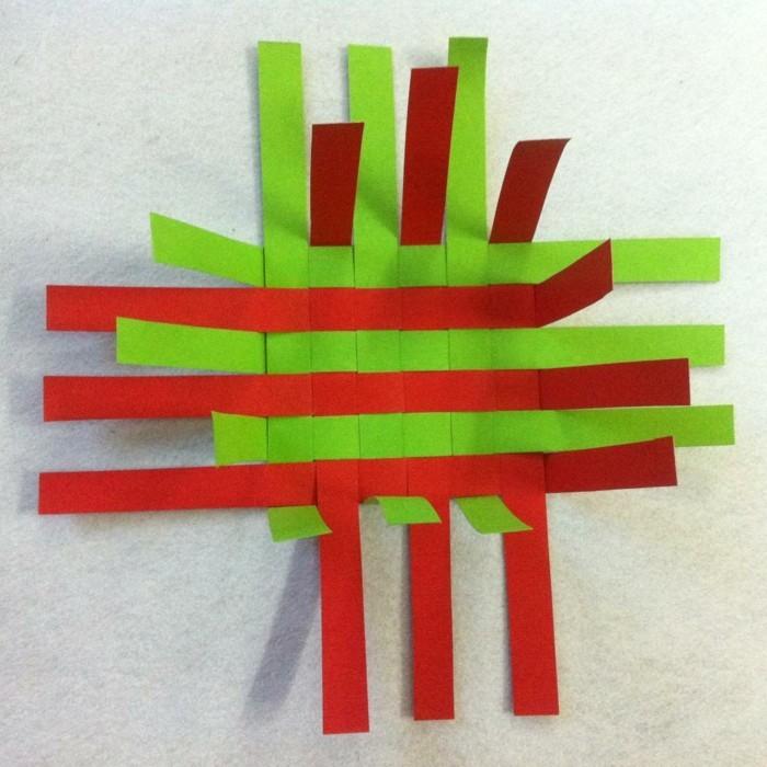 osterkorb basteln osterdeko selber machen ostergeschenke aus papierstreifen übereinander legen kleben