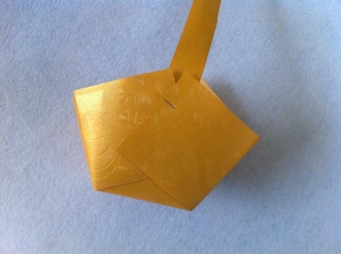 osterkorb basteln osterdeko selber machen ostergeschenke im korb aus papier fuenfter schritt