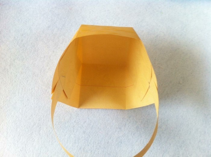 osterkorb basteln osterdeko selber machen ostergeschenke im korb aus papier sechster schritt