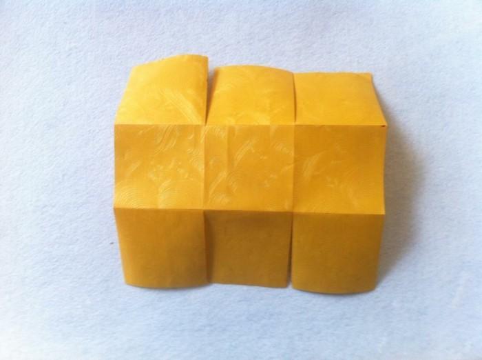 osterkorb basteln osterdeko selber machen ostergeschenke im korb aus papier zweiter schritt